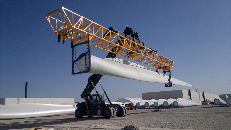 reach stacker spreader for wind blade handling