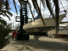 forklift truck attachment for boat handling