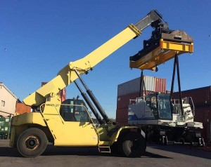 reachstacker attachment in container tranposrt depot