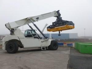 BA 110 reach stacker attachment tec container