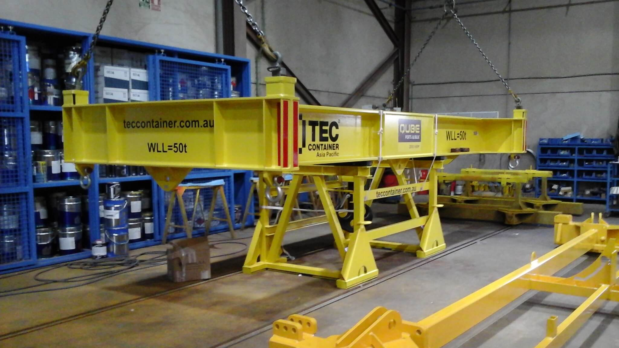 attachment for reach stacker tec container